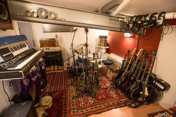 Well resourced live room
